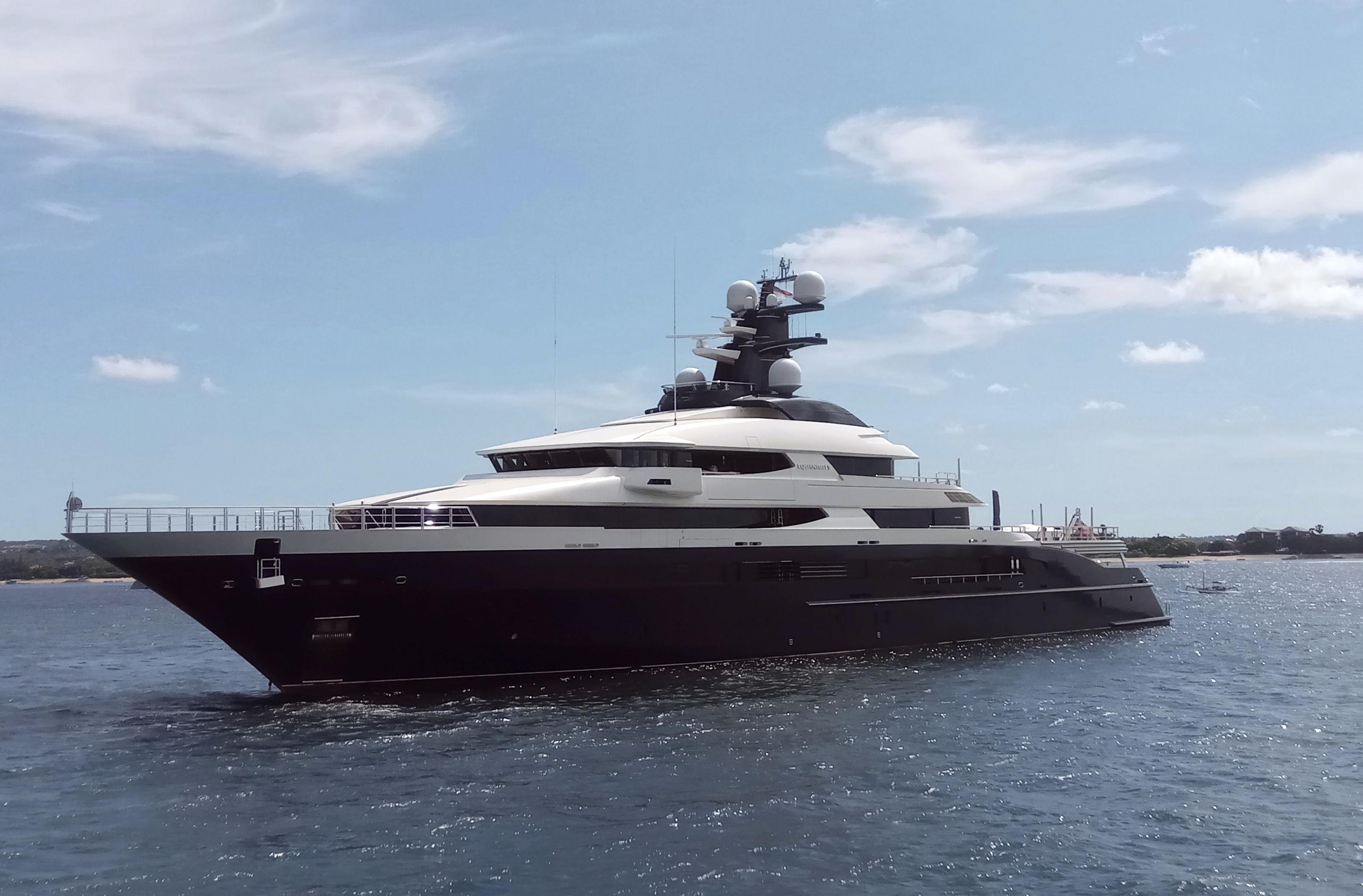 Het superjacht Equanimity, gebouwd door Oceanco in Alblasserdam, werd deze week in Bali aan de ketting gelegd.