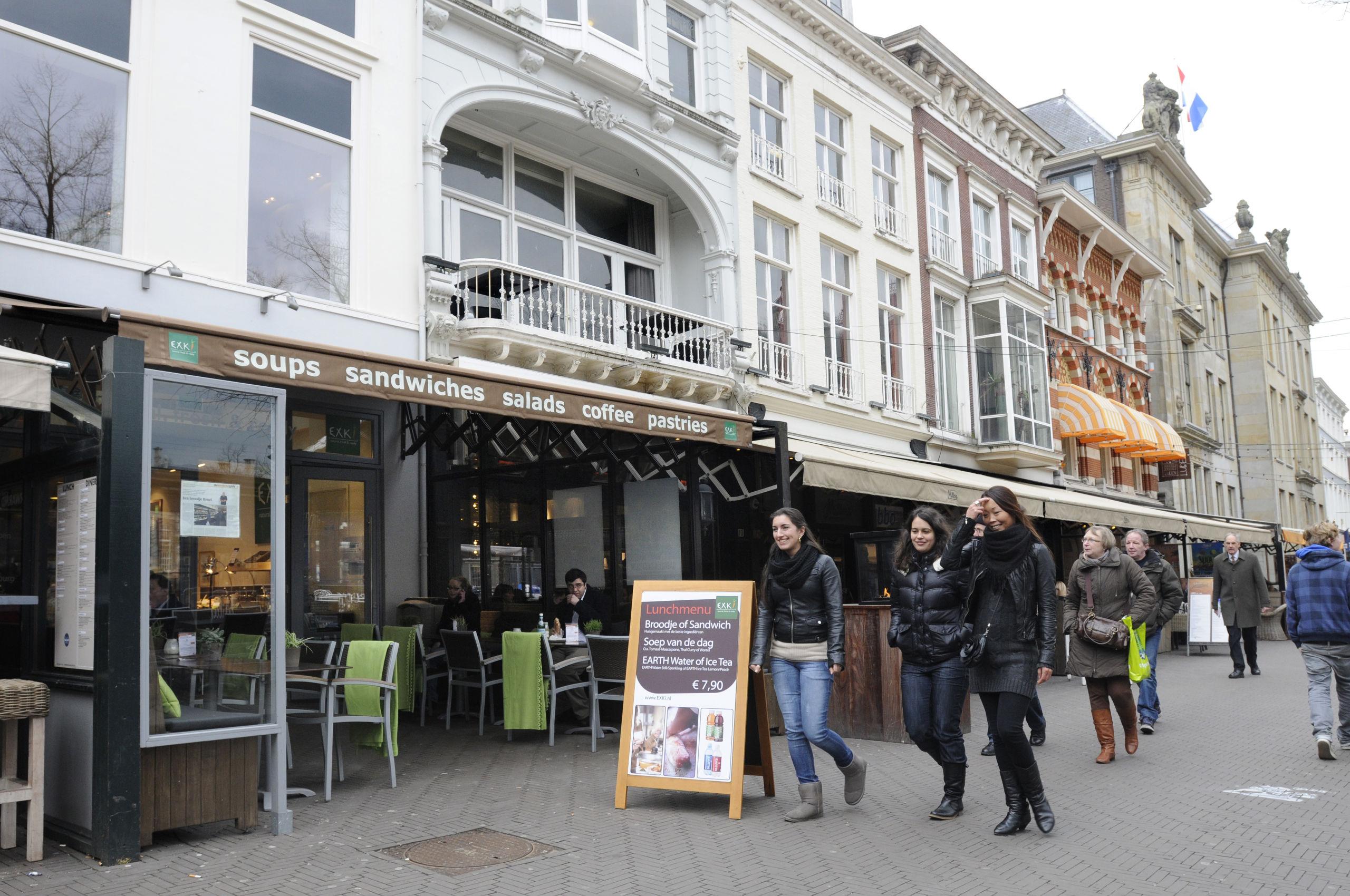 Een pand uit de portefeuille van VastNed, Plein 10 in Den Haag.