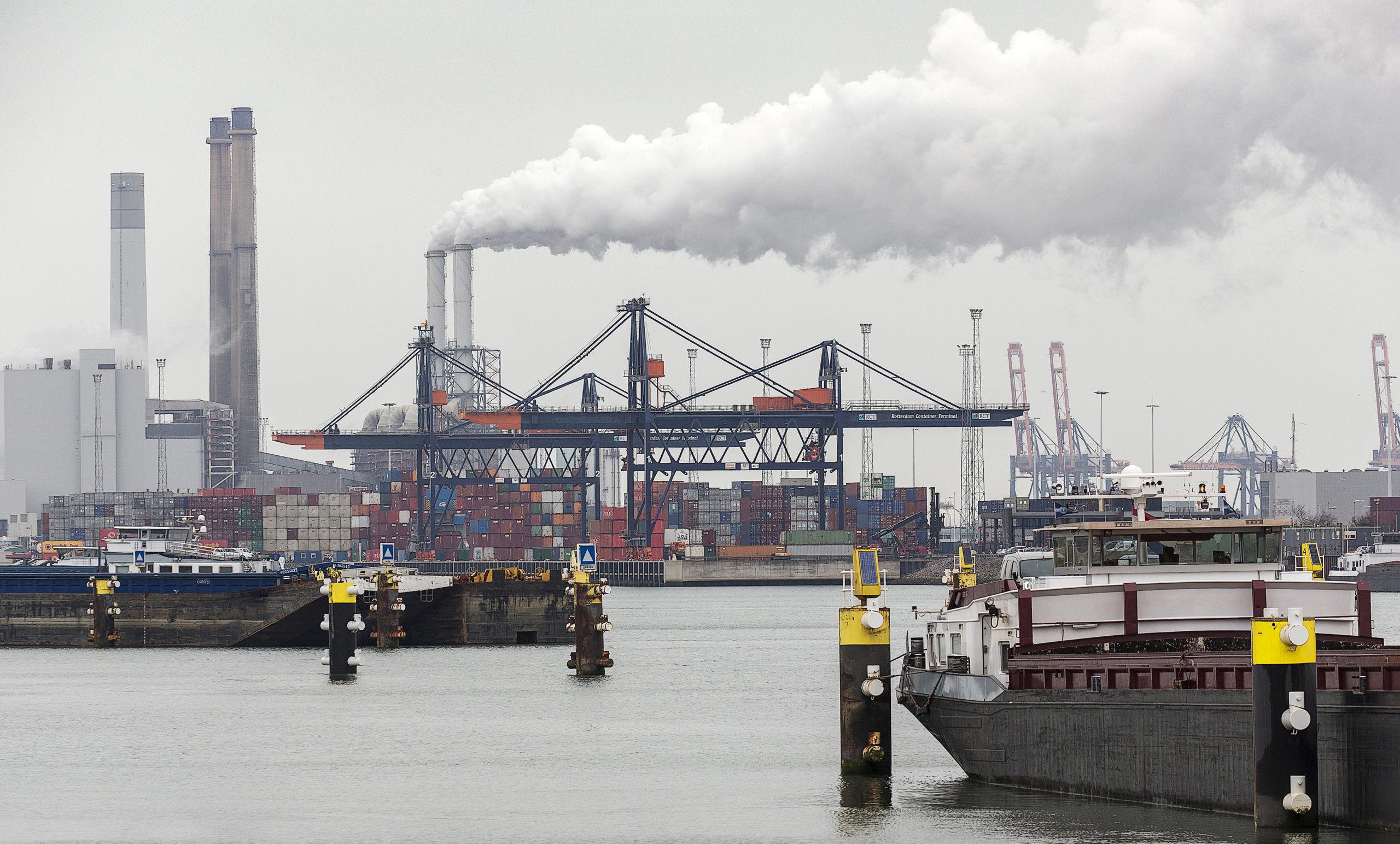 Containerterminal in de haven van Rotterdam.