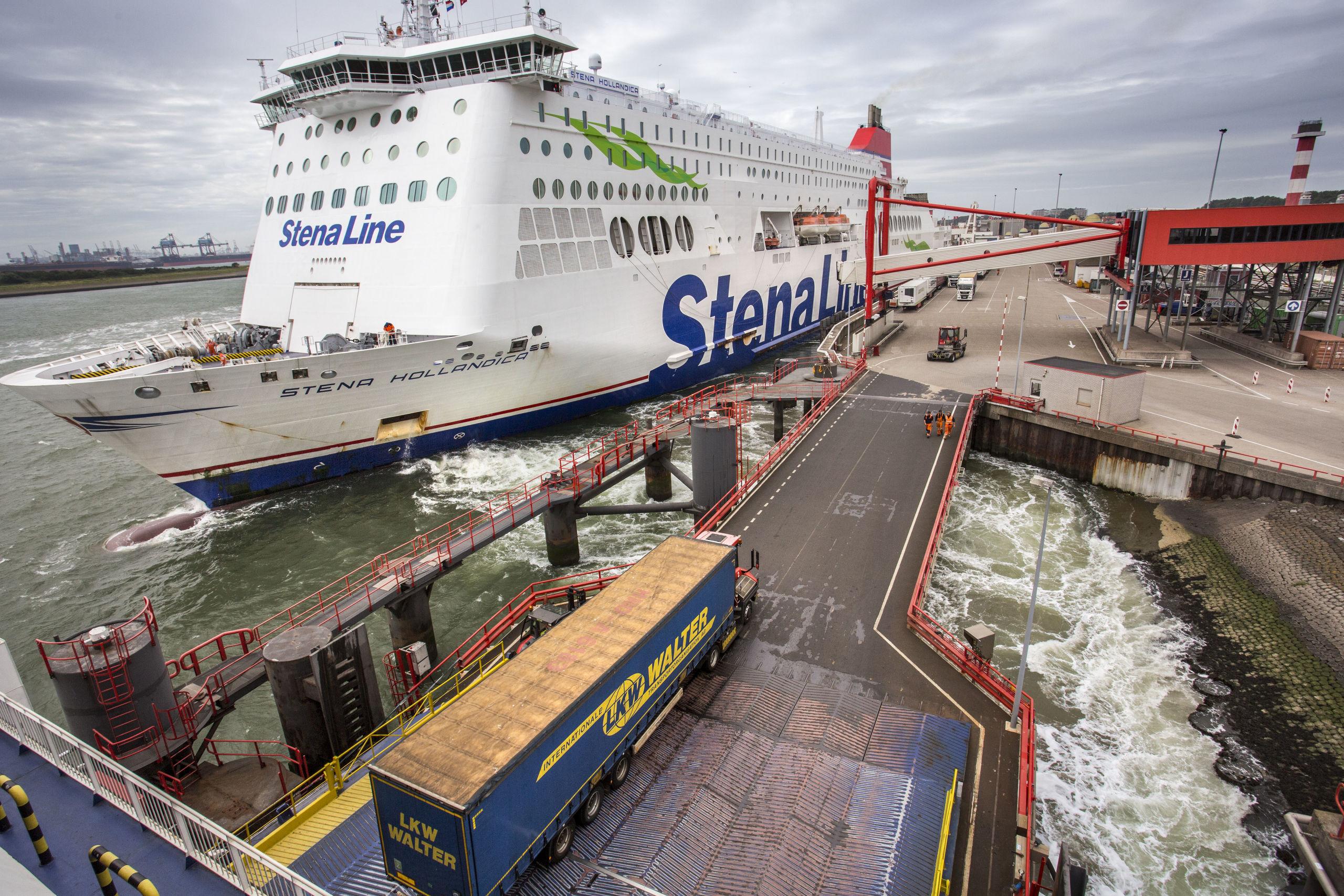 Veerboot van StenaLine. De ruimte bij de ferryterminals is beperkt.